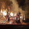 Шість пожежних машин гасили вогонь неподалік Житомира в приміщенні непрацюючого кафе