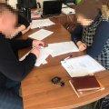 На Житомирщині заступника начальника Служби автомобільних дорігв області та колишнього інженерапідозрюють у заволодінні бюджетними коштами на суму понад 440 тис грн