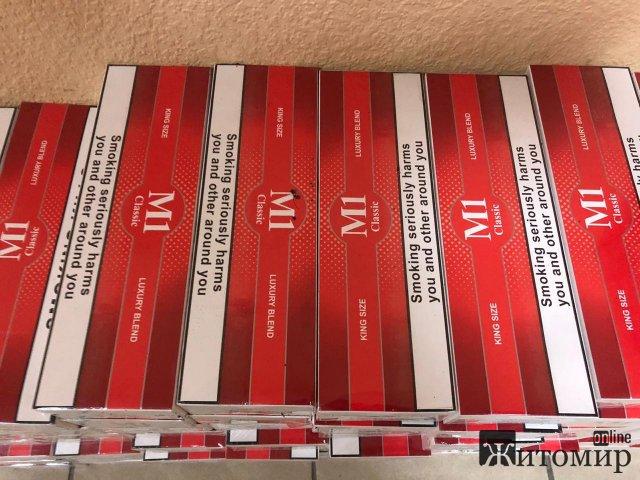 Біля кордону в лісовому масиві житомирські прикордонники виявили 4 сумки з цигарками. ФОТО