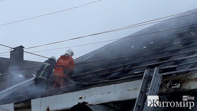Подробиці пожежі в магазинах поблизу Житнього ринку в Житомирі