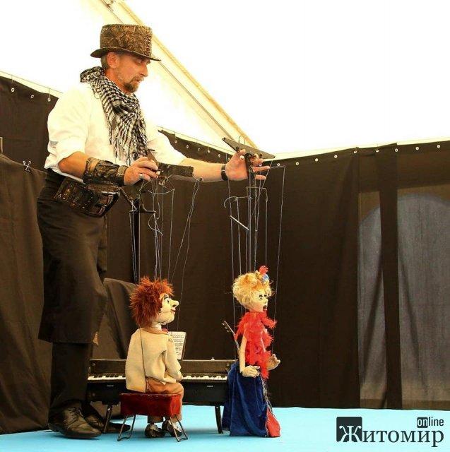 Житомирський лялькар отримав найвищий бал на Всеукраїнському фестивалі вуличного мистецтва