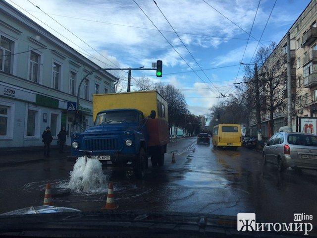 У Житомирі на Бердичівській з'явився фонтан. ФОТО