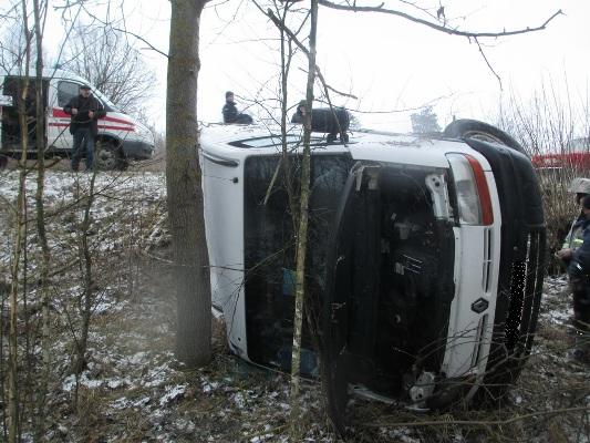 Житомирська область: рятувальник, прямуючи на службу, вивільнив з понівеченої внаслідок дорожньо-транспортної пригоди автівки двох жінок