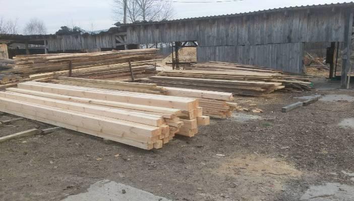 На Житомирщині прокуратура спільно з правоохоронцями викрила нелегальну пилораму та незаконний видобуток піску.ФОТО