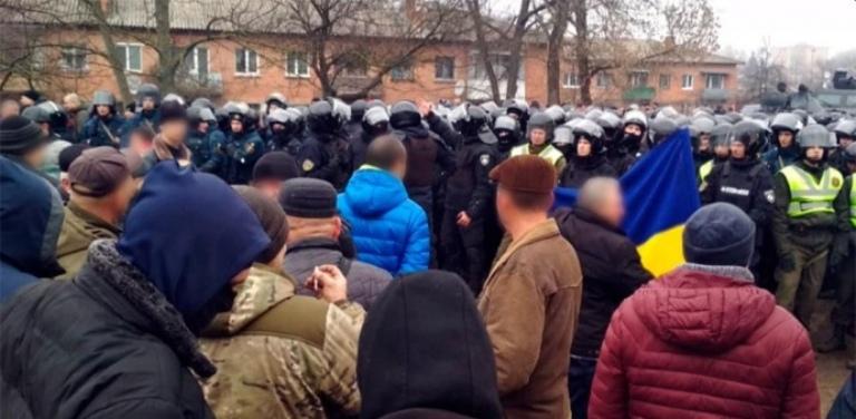 «Но Зеленский трусливо прячется в Киеве…»