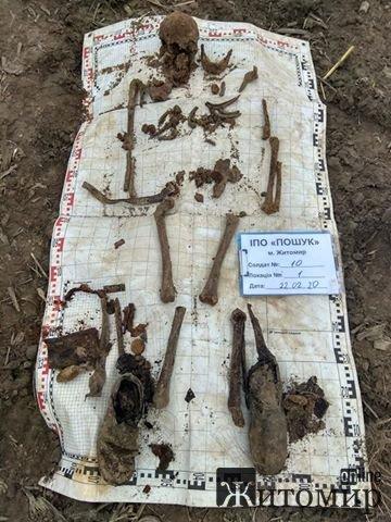 У Пулинському районі пошуківці знайшли останки солдата. ФОТО