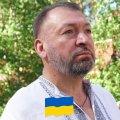 Житомирянин Юрій Іванець співає поезію Івана Козаченка друзям. ВІДЕО