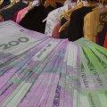 Гроші від розпродажу вбрання у Житомирі волонтери передали на лікування дітей із інвалідністю