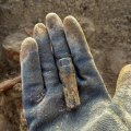 На глибині 30 метрів житомирські пошуківці знайшли рештки солдата з медальйоном