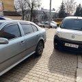 На тротуарі у центрі Житомира водії припаркували свої автомобілі. ФОТО