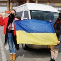 Як зустрічають евакуйованих з Уханя українців: всі подробиці