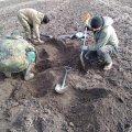 На Житомирщині шукачі металу скерували пошуківців на останки солдата, все інше - забрали. ФОТО
