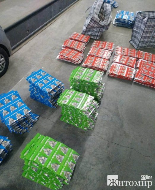 На кордоні в Житомирській області прикордонники виявили велику партію комплектуючих до автомобільних карбюраторів. ФОТО