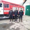 Рятувальники з Романова їхали до обласного центру здавати заліки, але подорозі стали свідками ДТП, де витягували з палаючої автівки водія