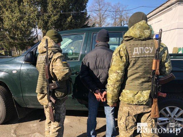 Житомирські прикордонники затримали чоловіка, який знаходився у всеукраїнському розшуку