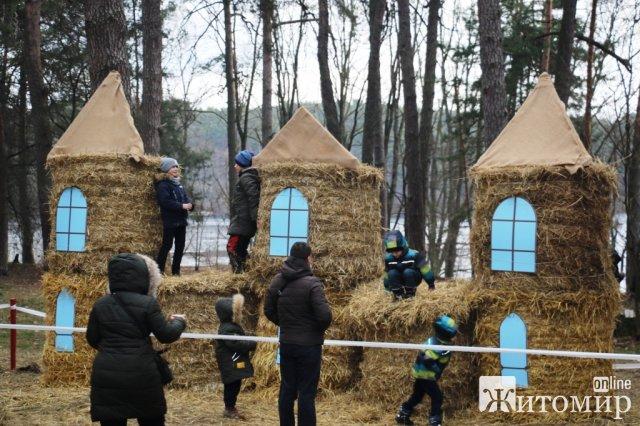 """У житомирському гідропарку розпочалися народні гуляння """"Залицяння до весни"""""""