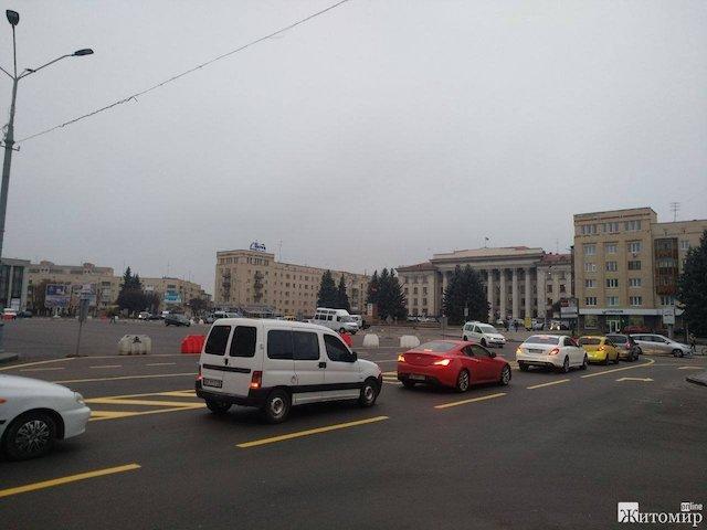 Коли до Житомира приїде Коломойський і назве нам того дебіла, який знущається над Соборною площою та житомирянами?