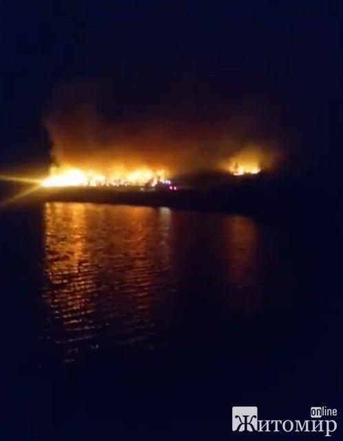 У Житомирі горить сміттєзвалище. ФОТО