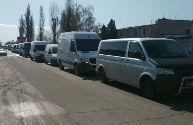 #ЗалишайсяВдома: в Житомирі утворився корок з бажаючих потрапити на ринок