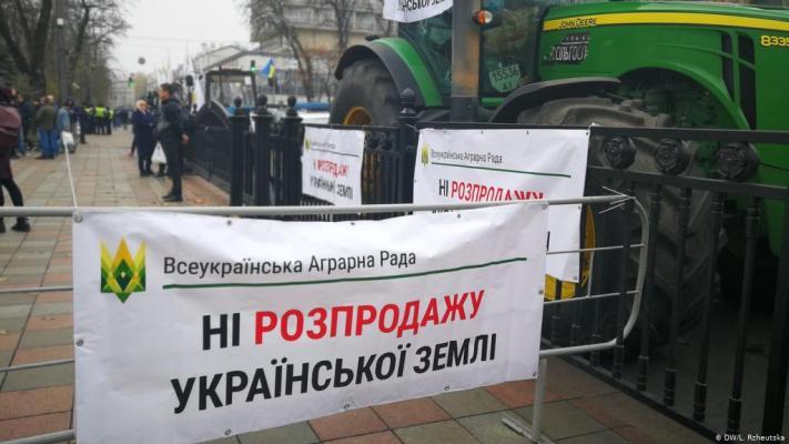 Зеленский пошел на сговор с Порошенко ради закона о земле