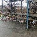 У Коростишеві, неподалік траси, зупинка перетворилась на смітник. ФОТО