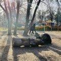 В Запорожье умер ребёнок, на которого упала тяжелая скульптура