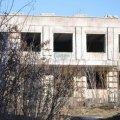 На Скорульского в Житомире школьники лазят по недострое. ВИДЕО