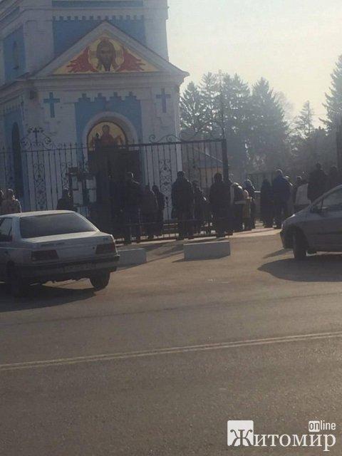 На Житомирщині московські єпархії продовжують вести багатолюдні служби. ФОТО