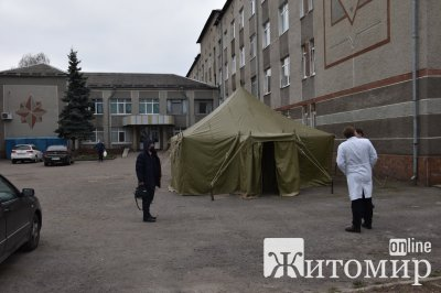 Рятувальники встановили намети для тимчасових пунктів прийому хворих