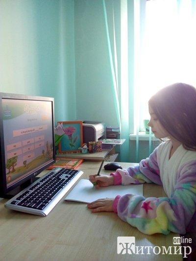 """ЖИТОМИРЯНИ НА КАРАНТИНІ. Юлія Богоявленська: """"Єдине, що добре – вдома можна ефективно працювати і одночасно бути у сім'ї, а найголовніше - повноцінно спілкуватися з дитиною"""""""