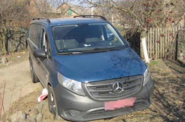 Уночі в Бердичеві двоє молодиків викрали чужий Mercedes