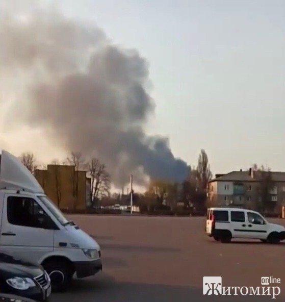 У Житомирі горять військові склади. ФОТО. ВІДЕО