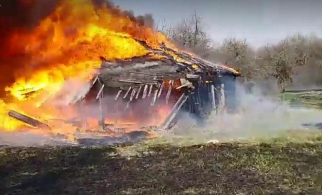 В Коростене, на пустыре, мужчина оказался пленником огня и сгорел заживо
