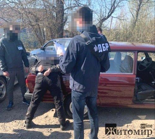 На Житомирщині затримали на хабарі посадовця райвідділу поліції