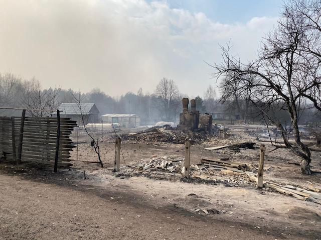 У страшних пожежах горить Овруцький район. У людей погоріли хати. ВІДЕО
