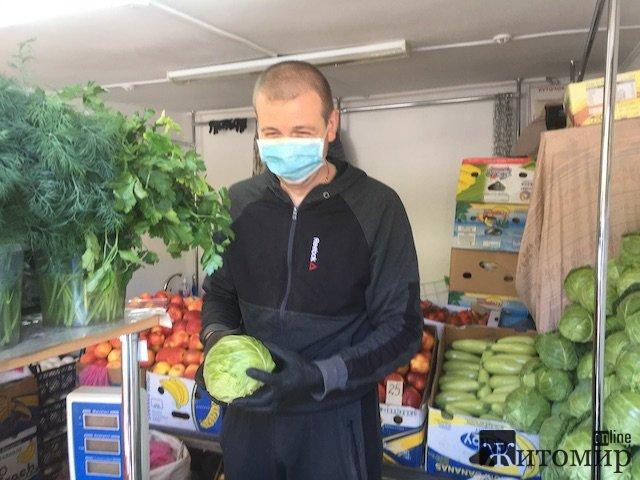 У Житомирі продають перші українські полуниці. ФОТО