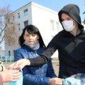 """Нападник молодіжки """"Динамо"""" (U-19) роздав захисні маски центрі Радомишля"""