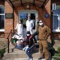 """Волонтерка Толмачова та ГО """"Дім ветерана"""" передали житомирському інфекційному відділенню маски, захисні щитки та електронні термометри"""