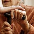 """На Закарпатье 92-летняя бабушка сбежала из домашнего карантина через окно и """"перепрыгнула"""" забор, чтобы купить платок на Пасху"""