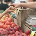 Продуктовые рынки в Украине откроются 30 апреля