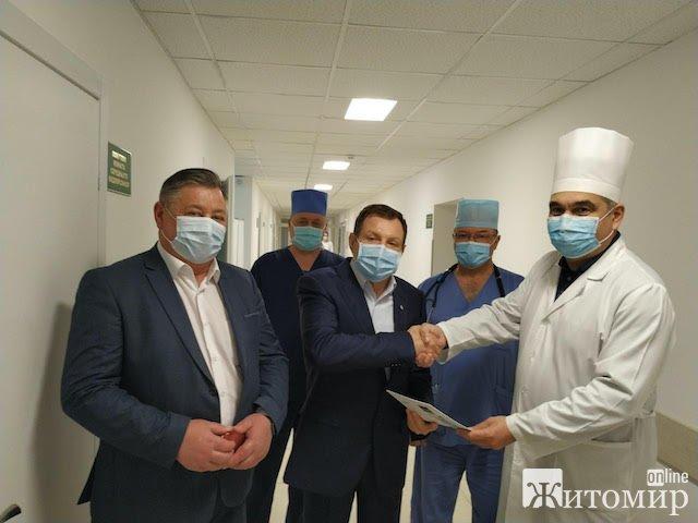 Компанія «Рудь» допомагає лікарням Житомирщини: апарат вентиляції легень і 2000 захисних комбінезонів