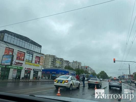 ДТП у Житомирі на Проспекті Миру, біля ринку «Хмільники».ФОТО