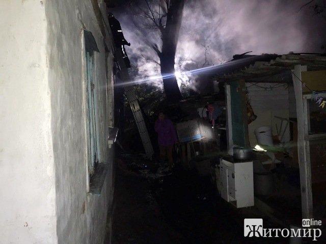 На Короленка у Житомирі понад 20 рятувальників гасили пожежу. ФОТО