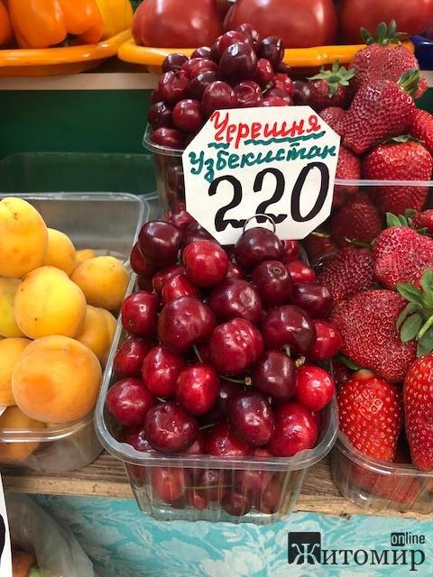 У Житомирі продають шикарні узбецькі черешні