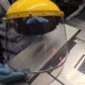 Продавці житомирських гастрономів працюють не лише у масках, а ще й у захисних шоломах. ФОТО