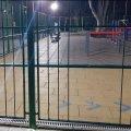 У Житомирі пошкодили огорожу нового спортмайданчика, щоб заходити всередину