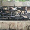 На Малинщині вогонь охопив гаражі, згоріли: автомобіль, два мопеда та три велосипеди. ФОТО