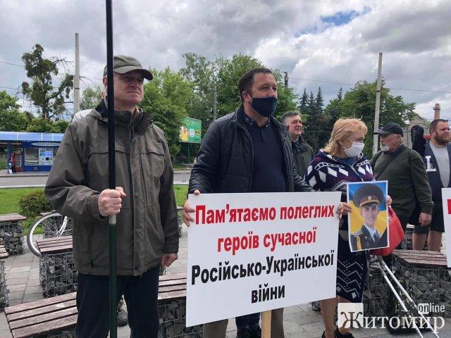 Житомирські націоналісти відзначили День Героїв. ФОТО