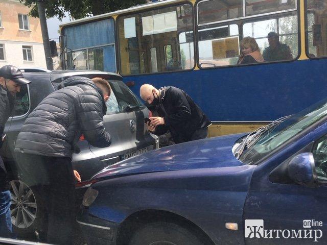 Аварія на вулиці Київській у Житомирі. ФОТО