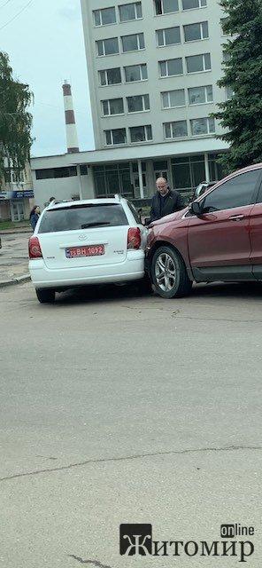 """ДТП біля готелю """"Житомир"""". ФОТО"""